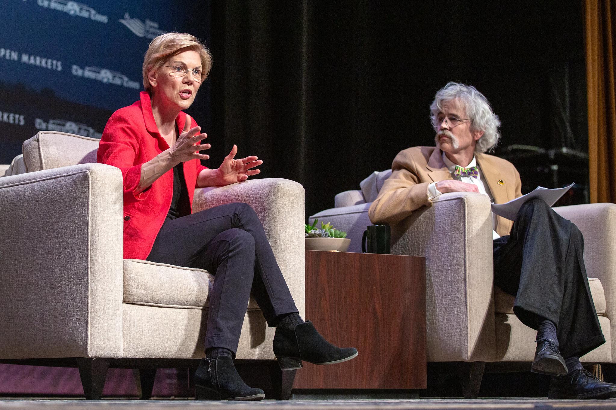 Senator Elizabeth Warrens speaks to Art Cullen